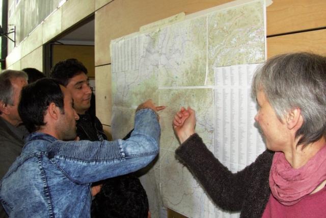 Anke hatte eine Landkarte von Afghanistan mitgebracht, in der die Afghanen ihren Herkunftsort kennzeichnen konnten
