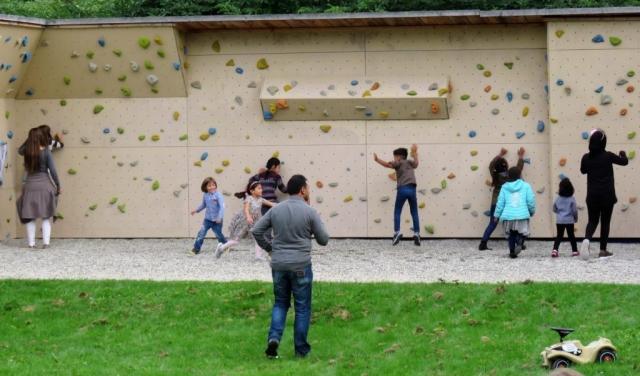 Fast alle Kinder probierten die Kletterwand aus
